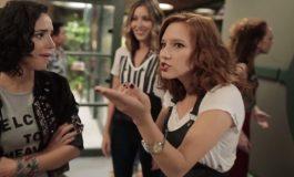 """Vanessa descobre que Júlia não sabe dirigir na novela """"Rock Story"""""""